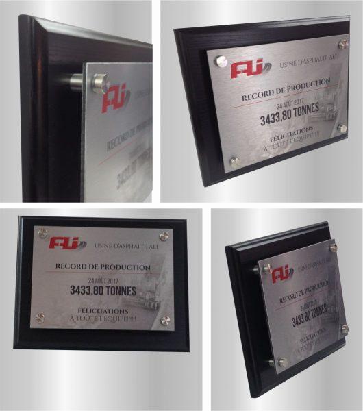 Plaque de Reconnaissance en bois avec conception graphique pour impression métal fixée avec 4 standoff