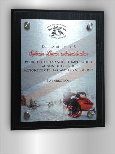 Plaque de reconnaissance / Impression sur métal fixer avec 4 standoff sur une plaque de bois