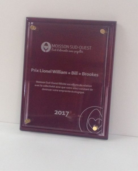 Recognition plaque with acrylic engraving on rosewood for Moisson Sud-Ouest